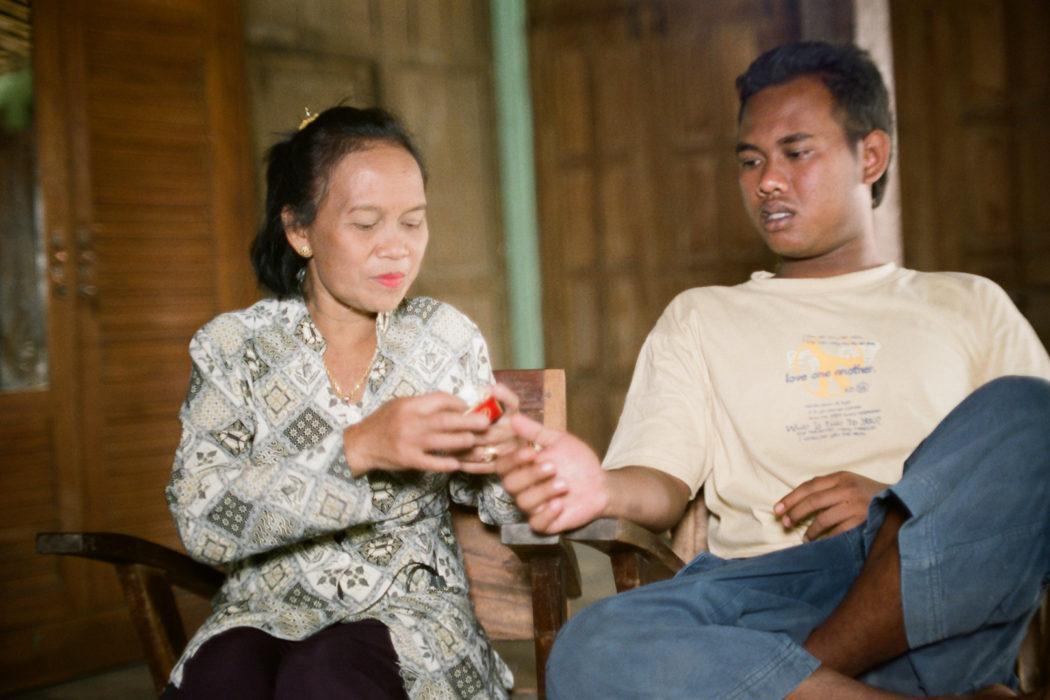 090712-Ginung_Kidul-Udan_Agung-Udan_with_son_Yogya_as_spirit_Wardiyem-F